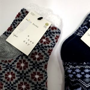 a new day Accessories - A New Day Women's Snowflake Lined Cozy Ankle Socks